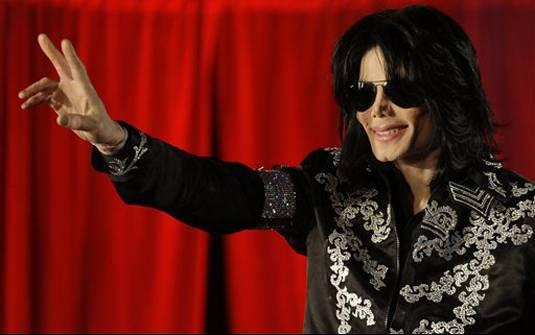 O cantor Michael Jackson durante coletiva em Londres.
